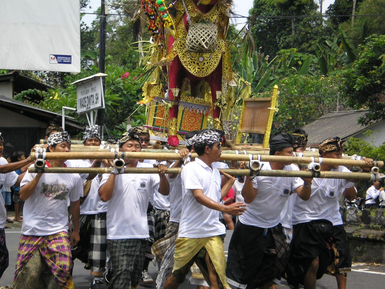 Procession de crémation Bali