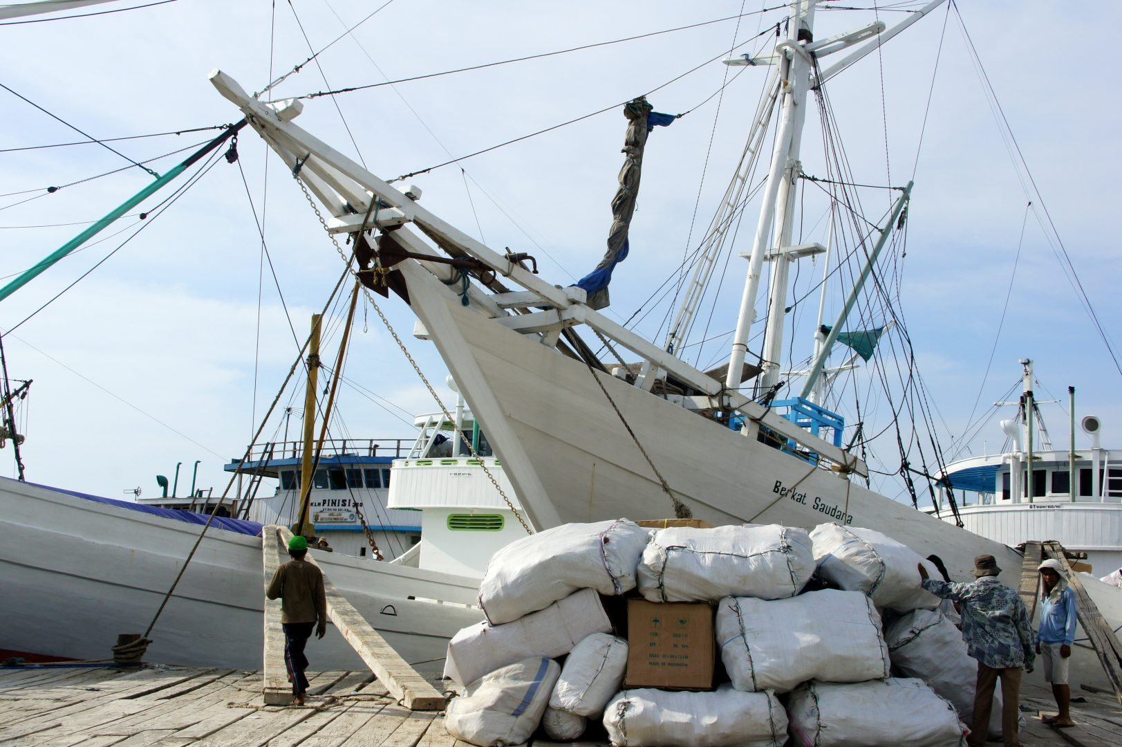 Bateau traditionnel Sulawesi port Makassar