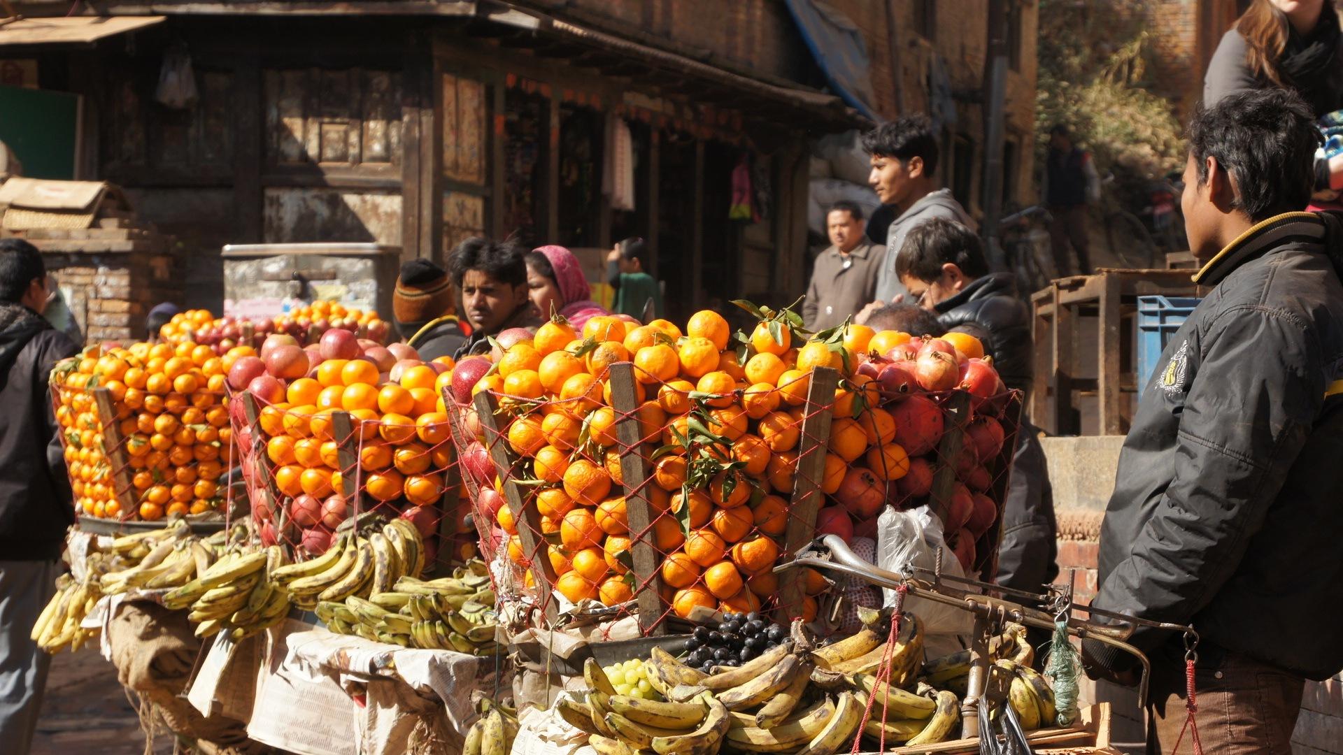 Marchand de fruits Kathmandou Népal