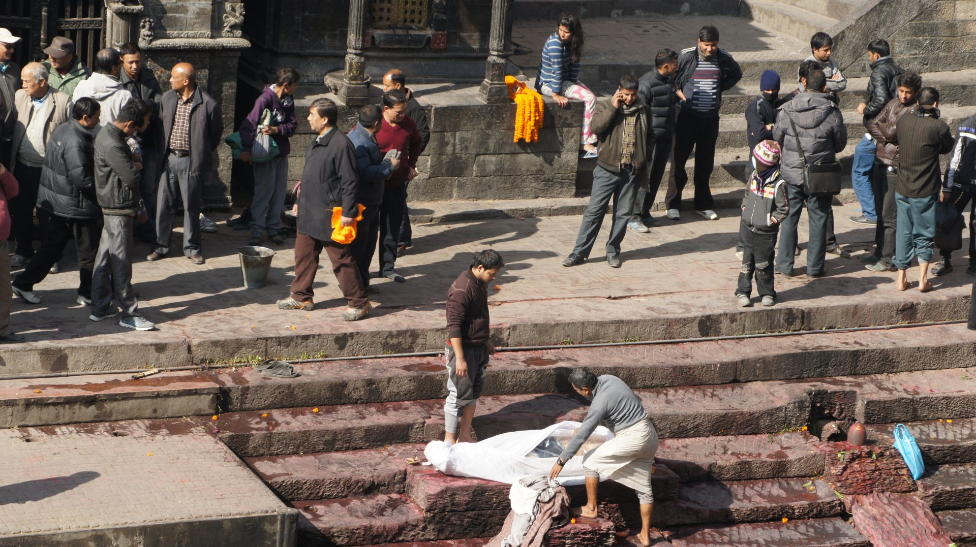 Préparation corps ghats Pashupatinath Népal