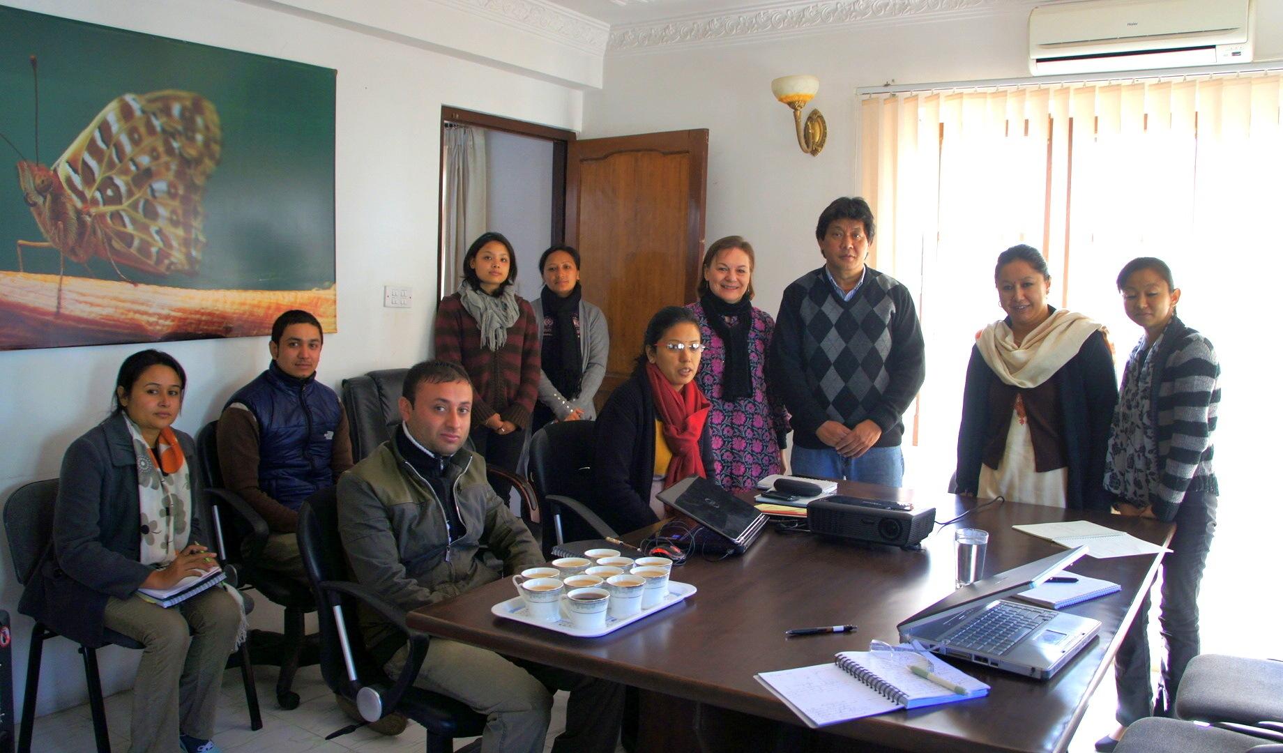Présentation au staff WCN Kathmandou Congé solidaire avec Planète Urgence Népal