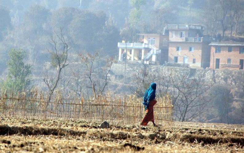 Silhouette dans campagne Khokana Nepal