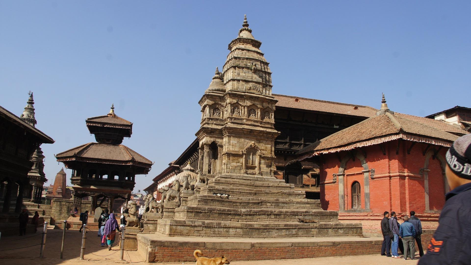 Sur la place principale Bhaktapur Nepal