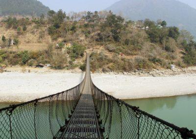 Pont suspendu sur route Chitwan Népal