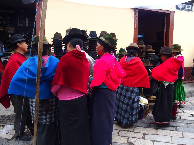 Acheteuses chapeaux marché de Guamote Equateur
