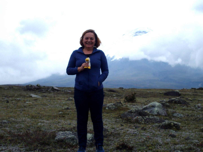 Avec Couinn Couinn ma mascotte devant volcan Cotopaxi Equateur