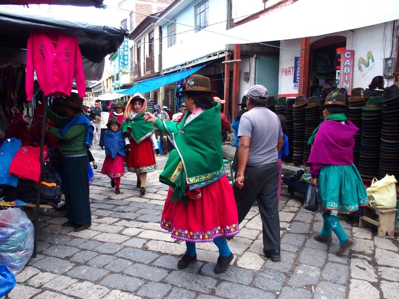Dans les rues du marché de Guamote Equateur