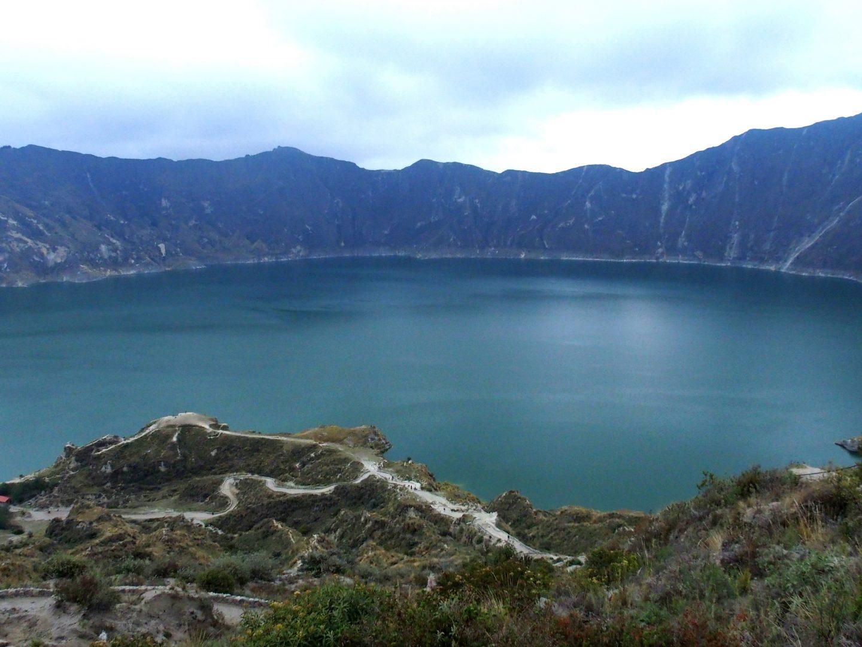 Descente dans lagune de Quilotoa Equateur
