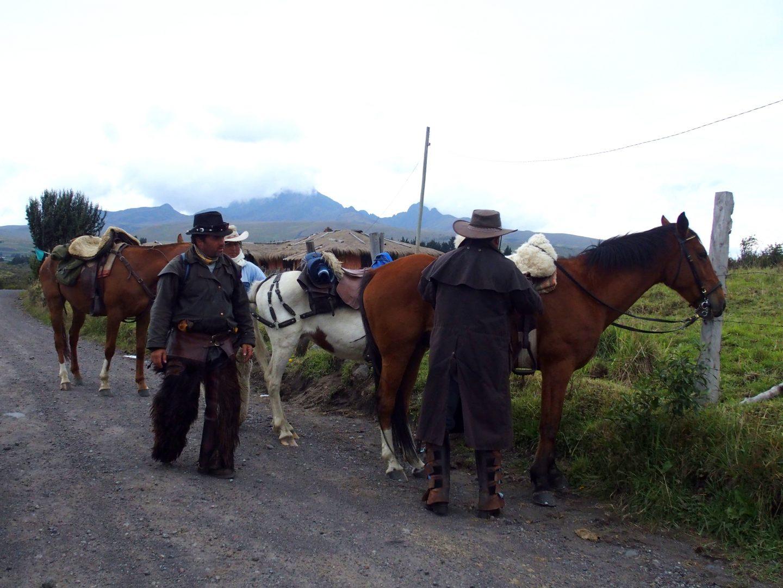 Gauchos sur la route du volcan Cotopaxi Equateur