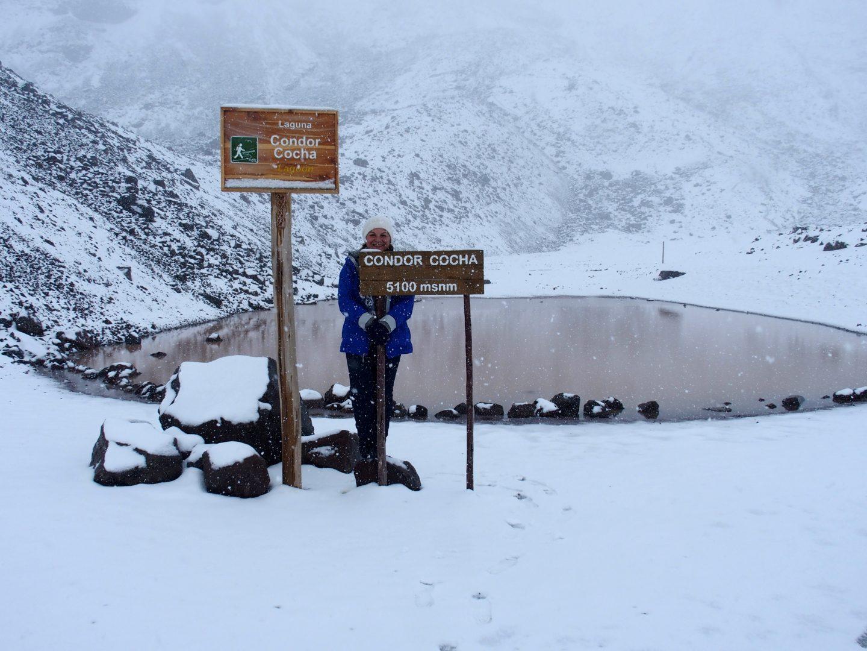 Pause laguna Condor Cocha sur volcan Chimborazo Equateur