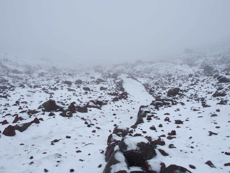 Sentier escalade sur volcan Chimborazo Equateur