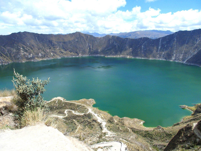 Vue plongeante sur lagune de Quilotoa Equateur