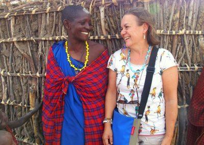 Complicité avec femme Masaï Tanzanie