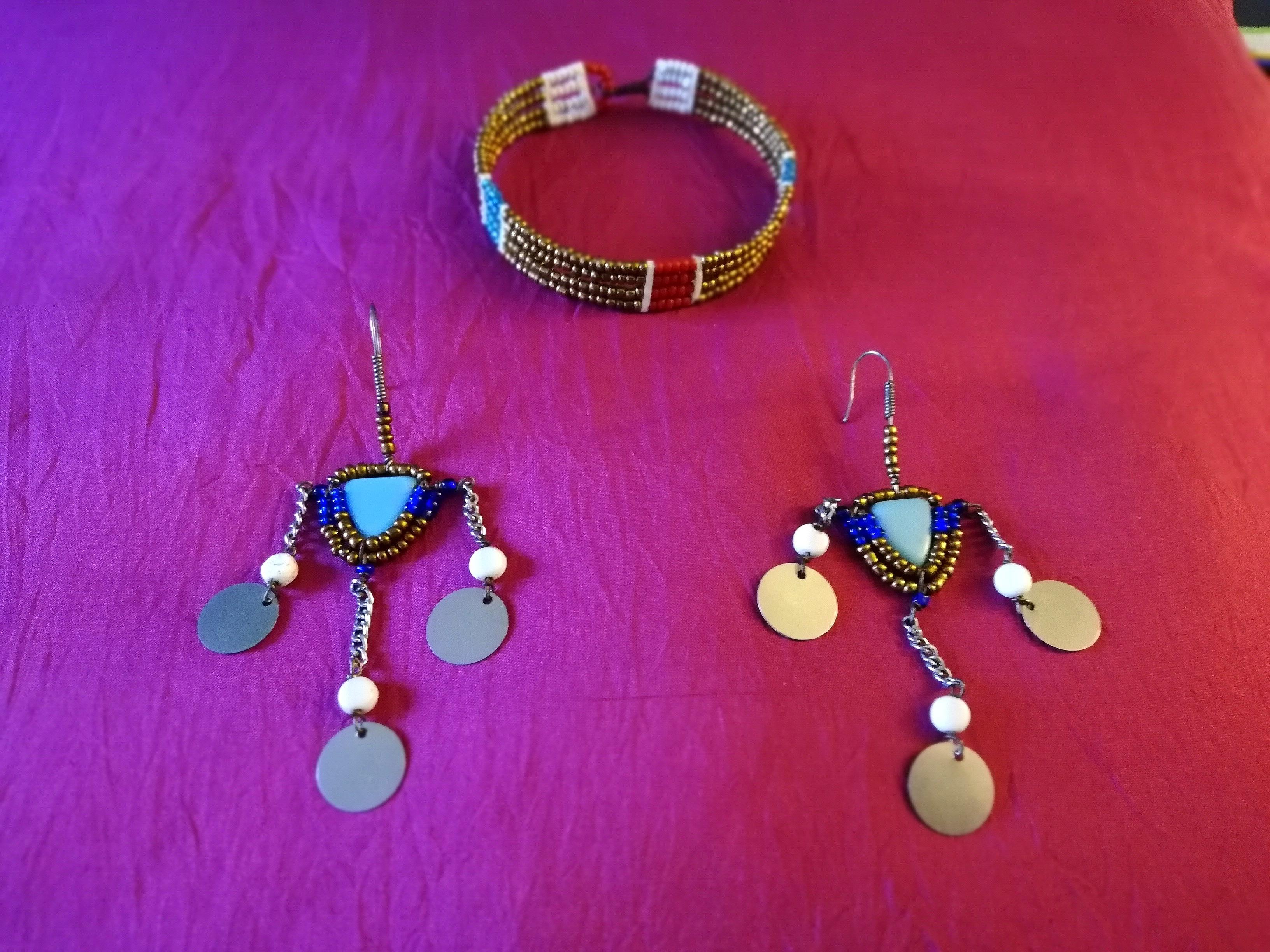 Boucles d'oreilles et bracelet Masaï Tanzanie