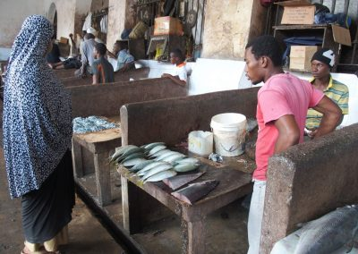 Etal de poissons marché Zanzibar