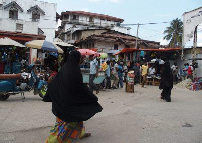 Femmes voilées marché Zanzibar