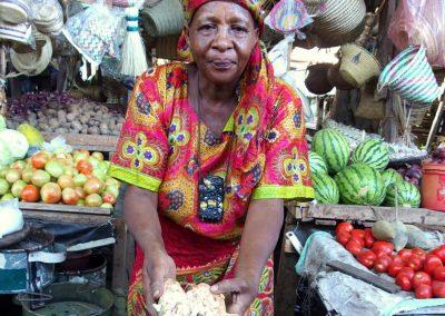 Vendeuse fruits baobab marché Dar es Salaam Tanzanie