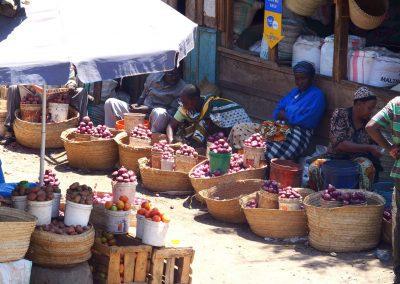 Vente oignons marché Dar es Salaam Tanzanie