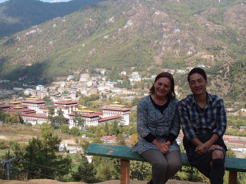 Avec Sonam devant le dzong de Paro 11 jours au Bhoutan
