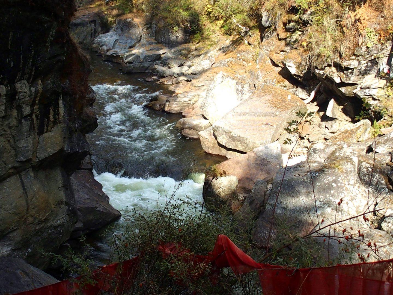 Bouillonnement Burning lake Bhoutan