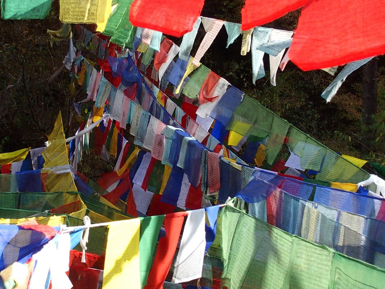 Drapeaux prière Burning Lake Bhoutan
