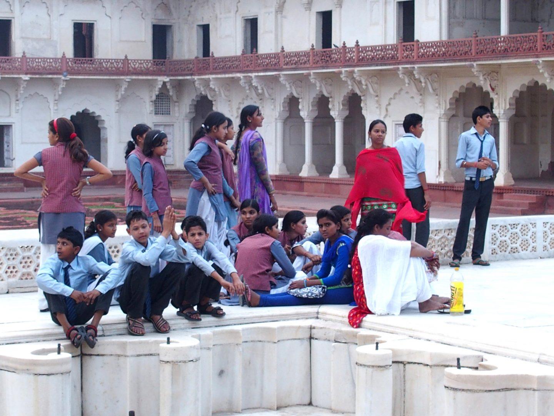 Groupe d'élèves au Fort rouge Agra Inde