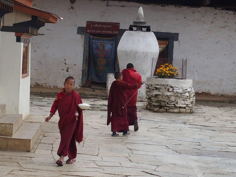 Jeunes moines dans monastère 11 jours au Bhoutan