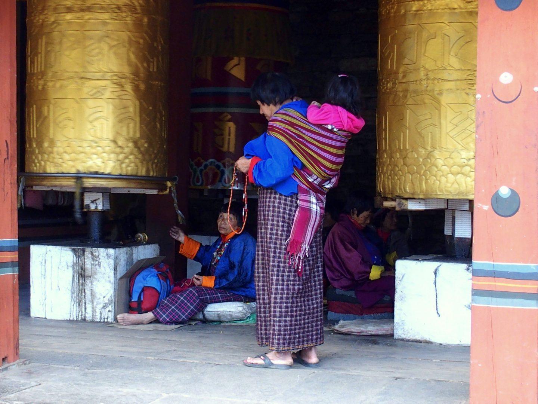Moulin à prières doré chorten de Thimphu 11 jours de voyage au Bhoutan
