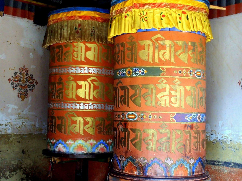 Peintures traditionnelles sur moulins à prière Trongsa Bhoutan