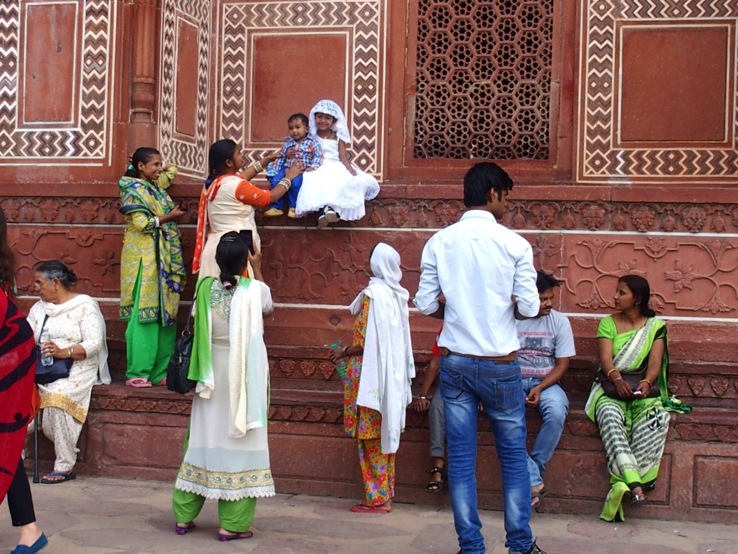 Pause photo dans le fort rouge d'Agra Inde