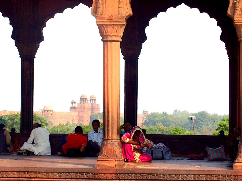 Sous les arcades Fort rouge d'Agra Inde