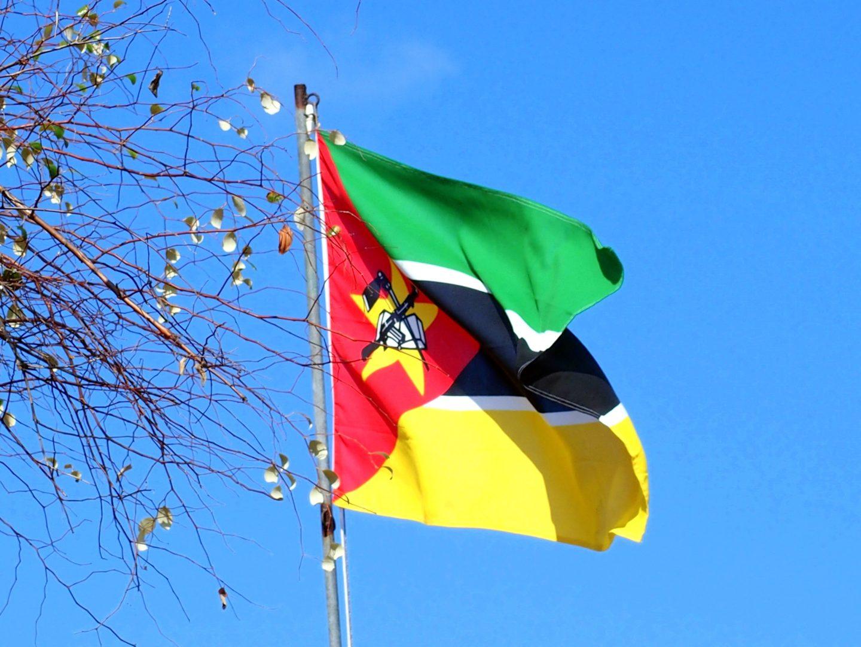 Drapeau du Mozambique sur l'île d'Ibo