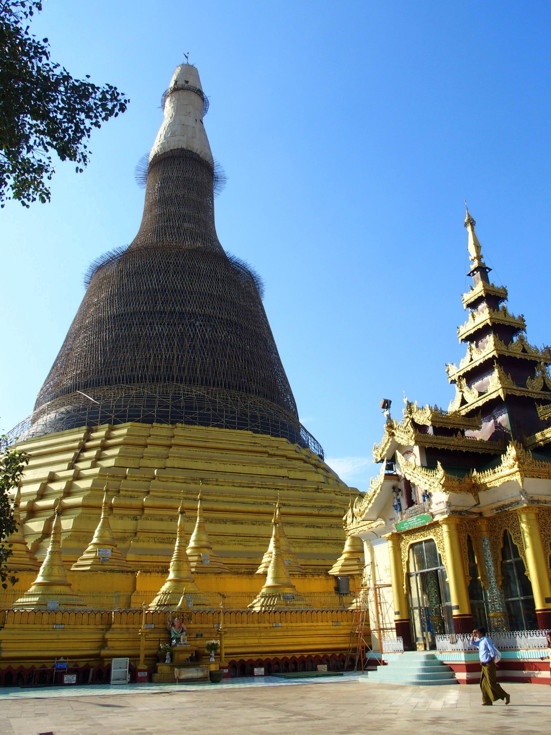 Dome de la pagode Shwemawdaw en travaux Bago Birmanie