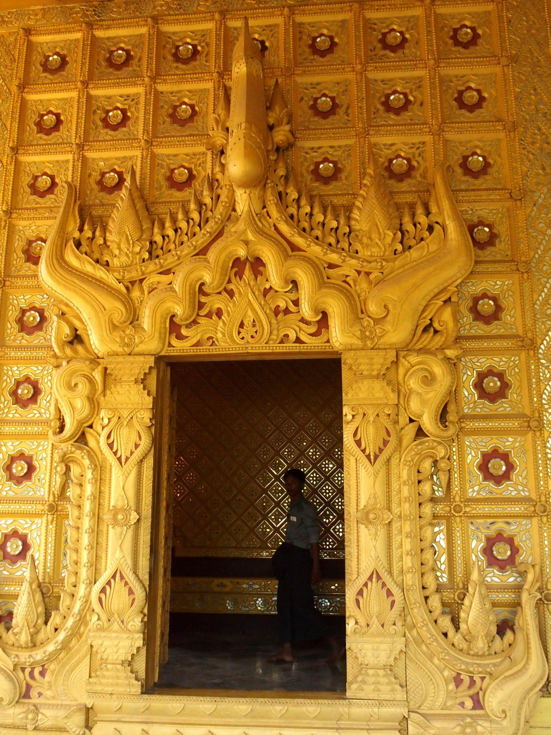Intérieur pagode Shwemawdaw Bago Birmanie