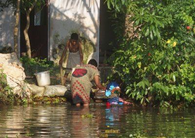 Lessive dans le fleuve Inde