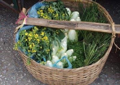 Panier aromates et légumes marché Luang Prabang Laos