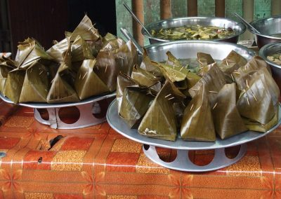 Poisson dans feuilles bananier marché Laos