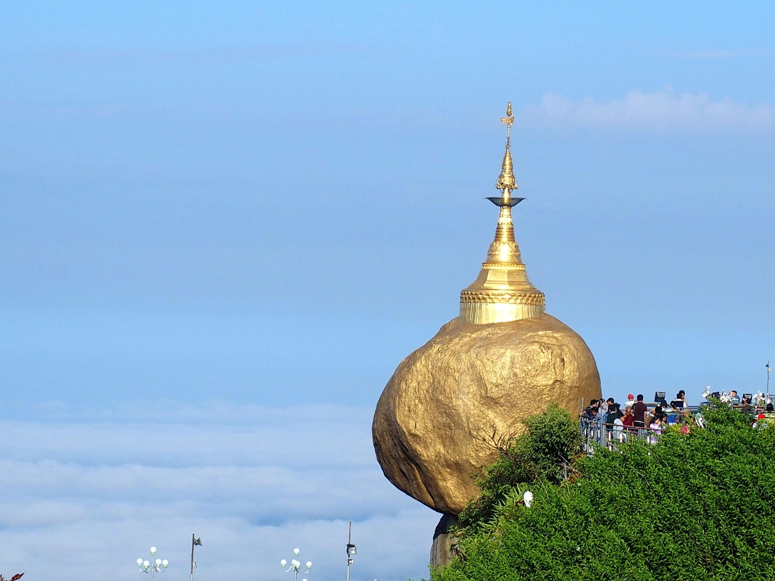 Rocher-dOr-en-équilibre-Myanmar