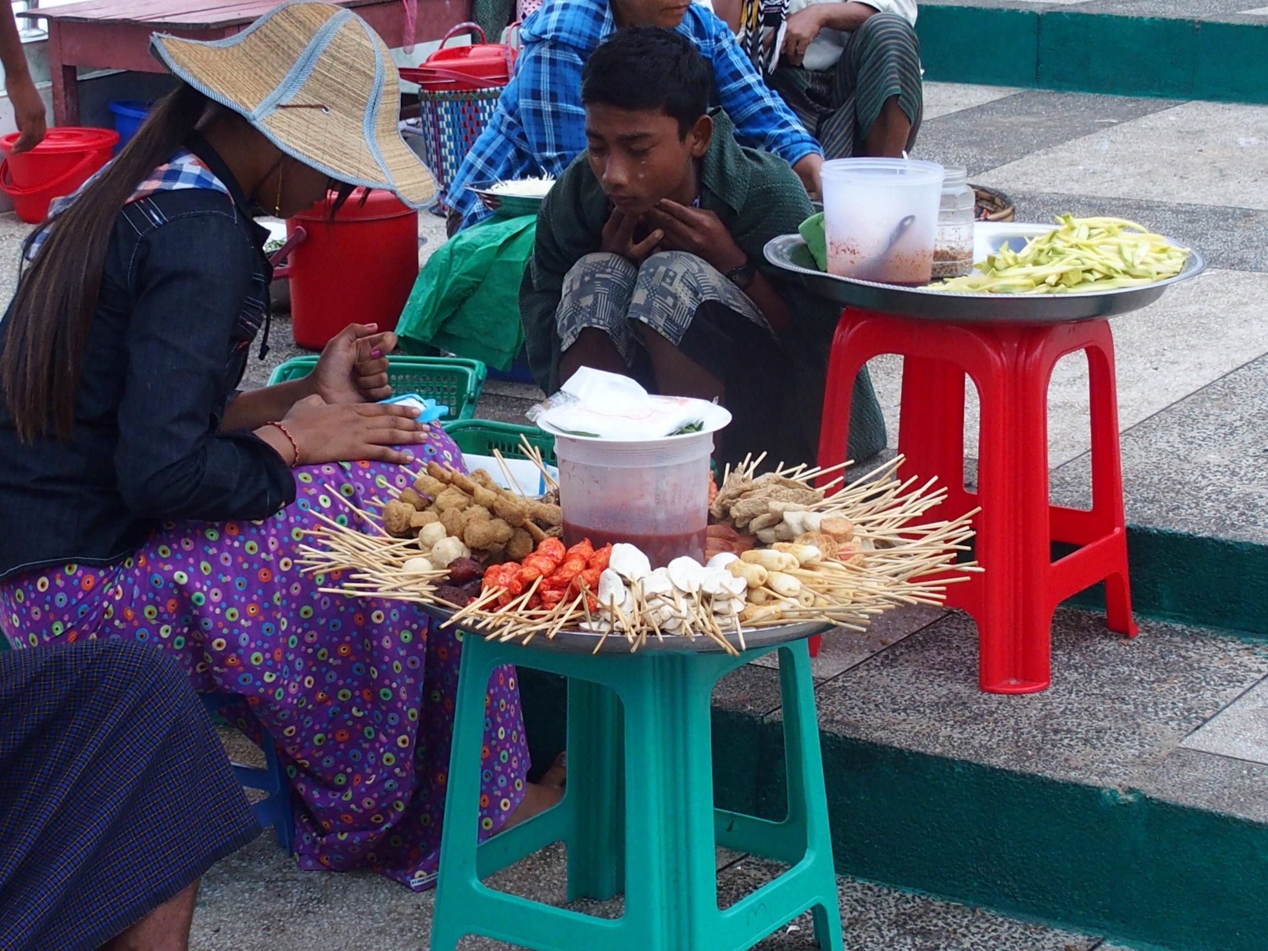 Street-food-au-Rocher-dOr-Myanmar
