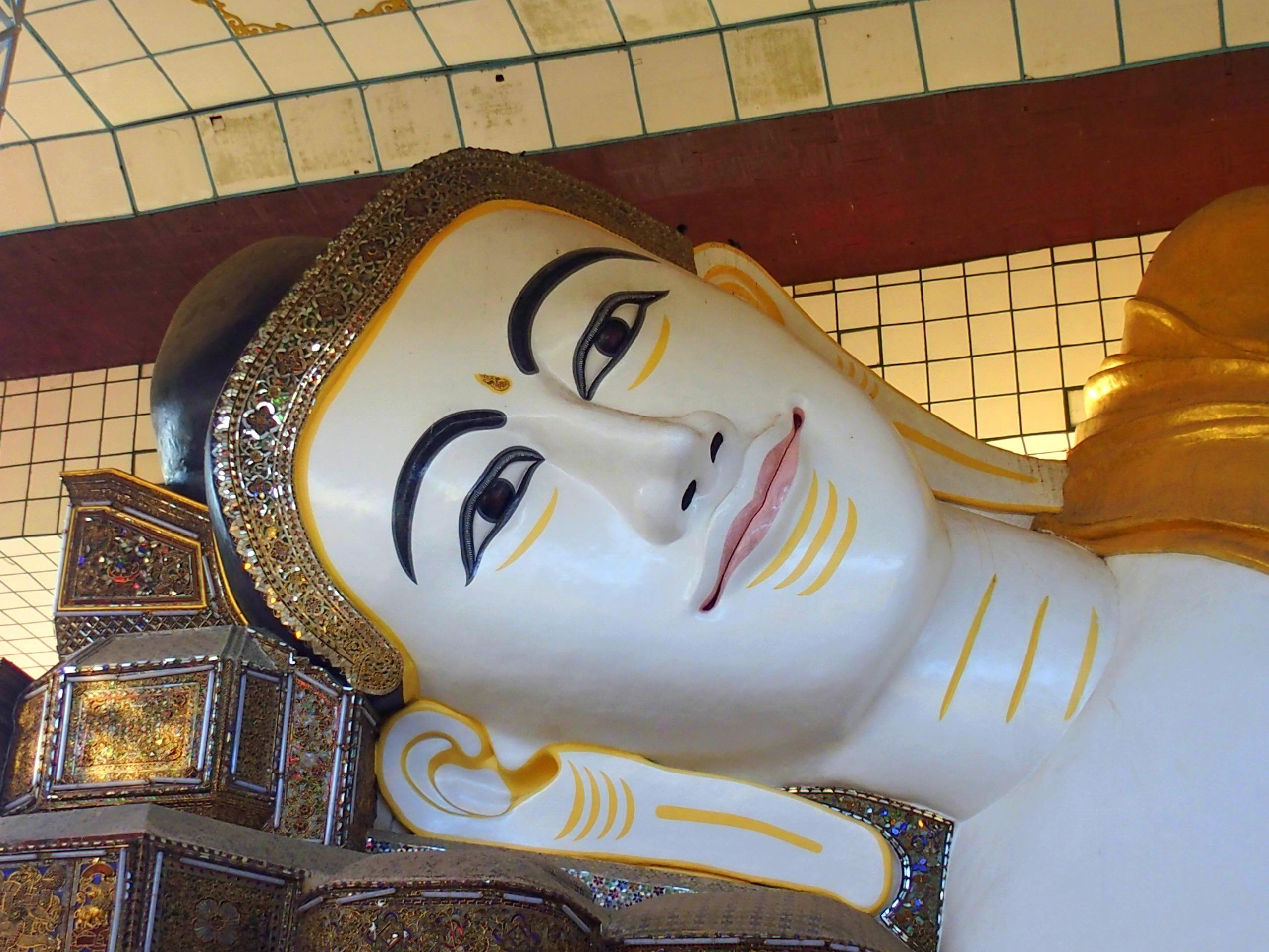 Tête de Bouddha Shwethalyaung Bago Myanmar