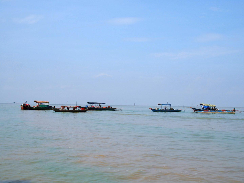 Barques pêcheurs lac Tonle Sap Cambodge