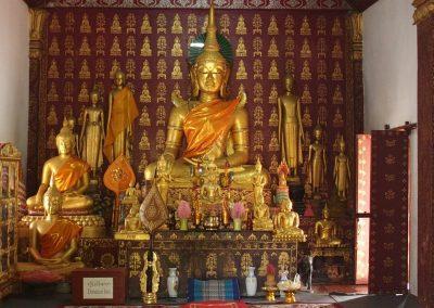 Bouddhas dans temple Laos