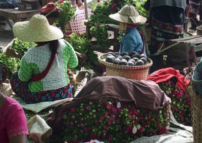 Bouquets de fleurs marché Birmanie
