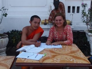 Comment donner des cours de français à un jeune moine au Laos ?