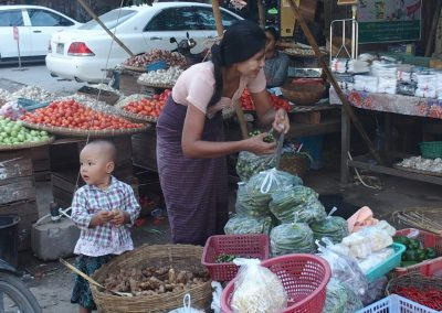 Echoppe sur marché Birmanie