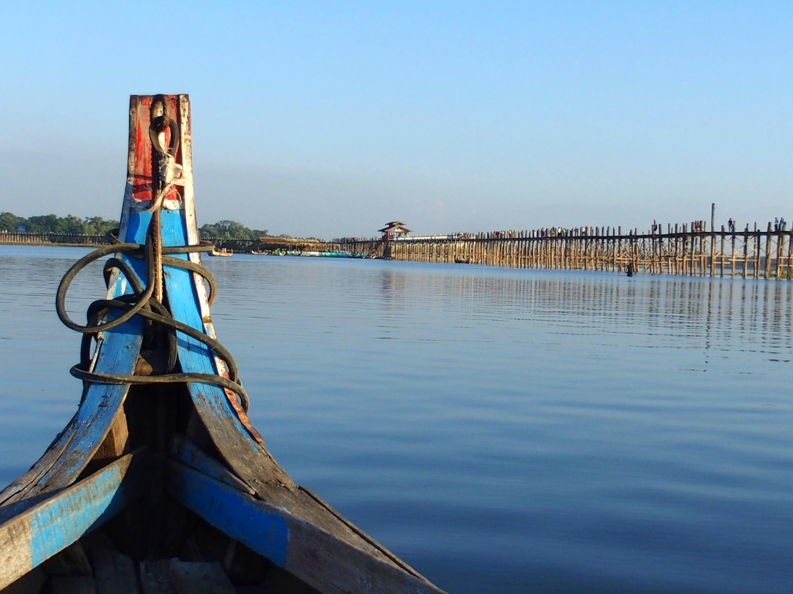 En barque pour voir le pont U Bein visite de Sagain et Amarapura Myanmar.