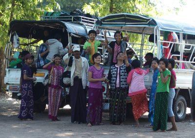 Famille souriante Birmanie