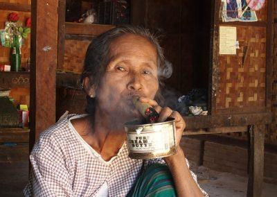Fumeuse de cigare Birmanie