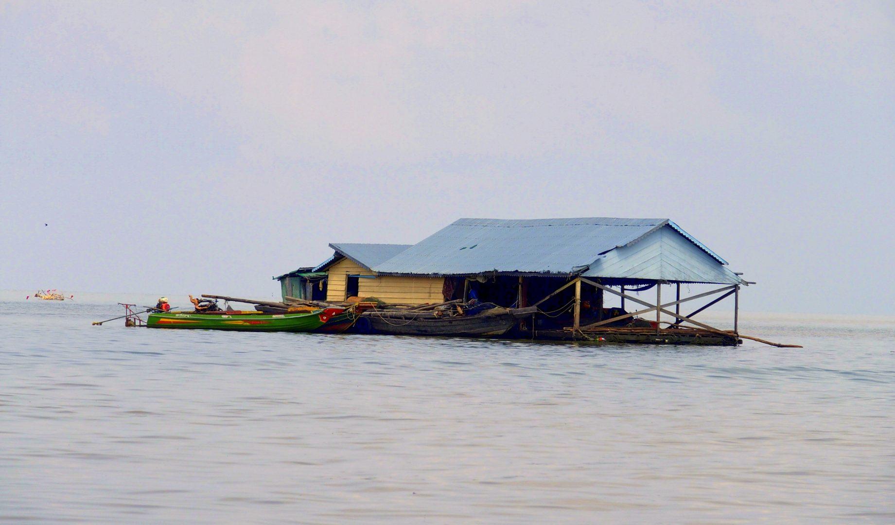 Maisons flottantes sur lac Tonle Sap Cambodge