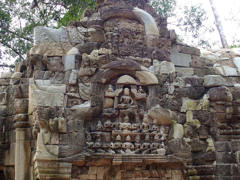Mur de bouddhas temples d'Angkor Cambodge